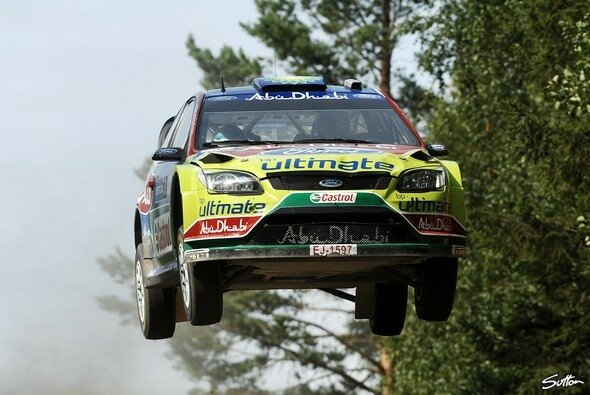 Mikko Hirvonen flog heute förmlich durch die finnischen Wälder. - Foto: Sutton