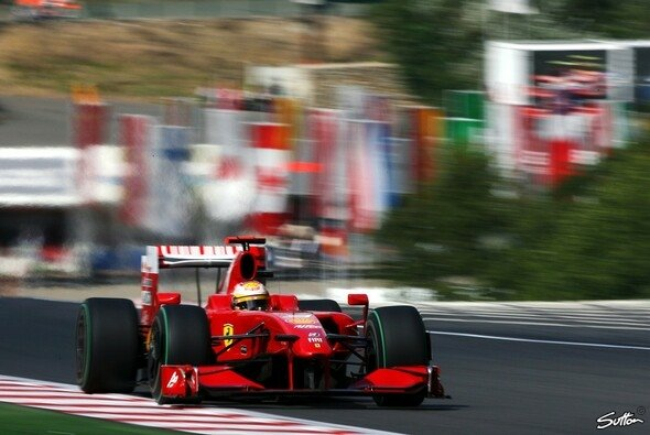 Sieht schneller aus, als es war: Luca Badoer im Ferrari - Foto: Sutton