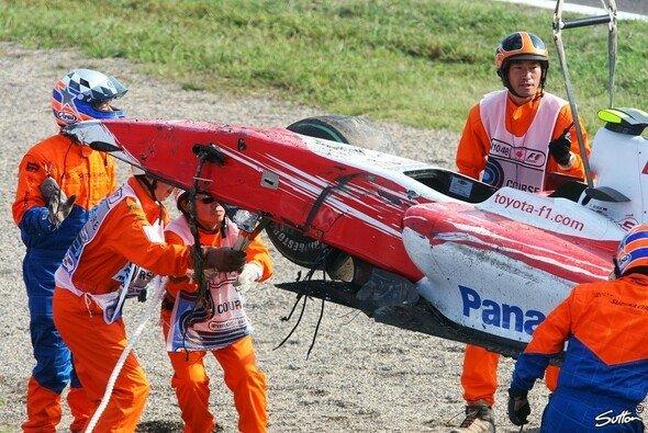Timo Glock trug nur eine Schnittwunde am Bein davon. - Foto: Sutton