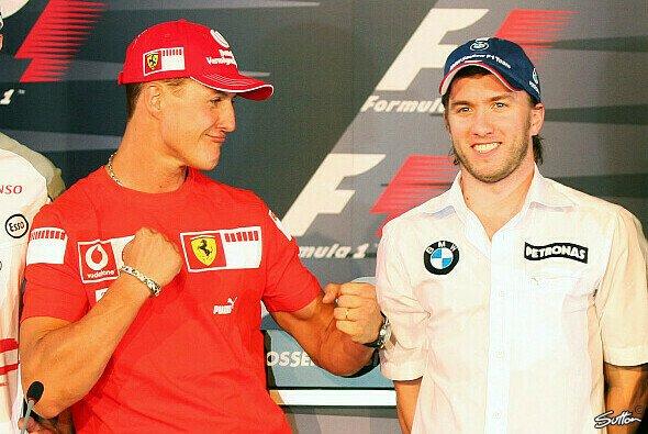 Michael Schumacher knockte Nick Heidfeld bei Mercedes aus - Foto: Sutton