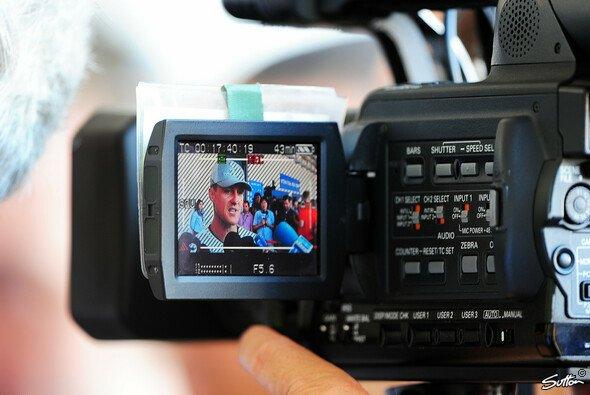 Michael Schumacher liegt nach seinem Ski-Unfall weiter im künstlichen Koma - Foto: Sutton