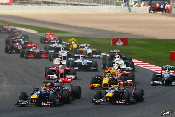 Mark Webber gewinnt in Silverstone - Foto: Sutton