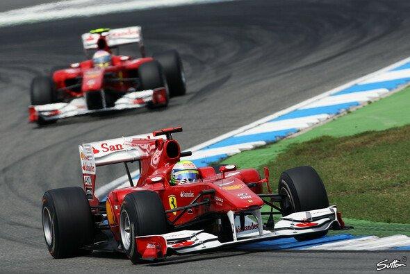 Felipe Massa musste Fernando Alonso vorbeilassen - Foto: Sutton
