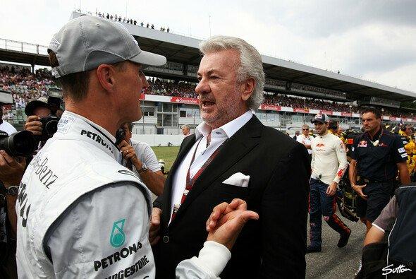 Michael Schumacher und Willi Weber verbindet eine langjährige Freundschaft - Foto: Sutton