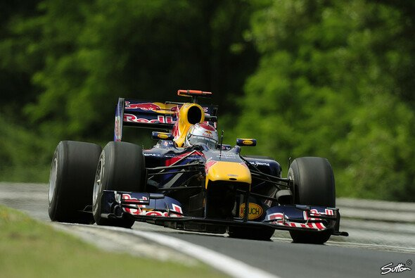 Sebastian Vettel startet zum vierten Mal in Serie von der Pole - Foto: Sutton
