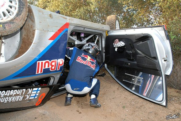 Räikkönen-Unfall im Shakedown - Foto: Sutton