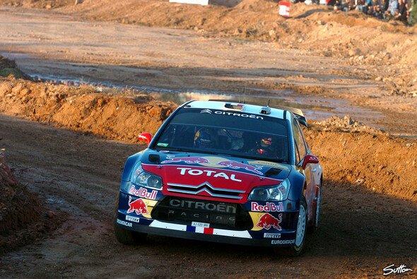 Sébastien Loeb fuhr sich seine Führung am Morgen heraus. - Foto: Sutton
