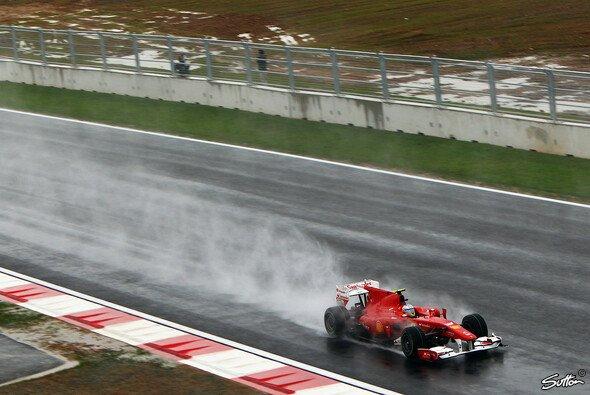 Fernando Alonso hat in Brasilien auch das Wetter im Blick - Foto: Sutton