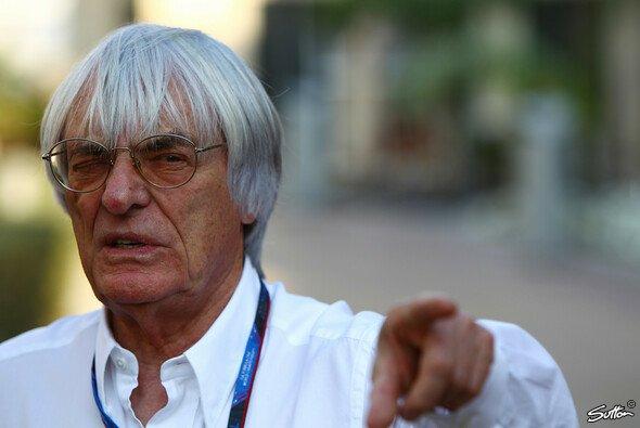 Bernie Ecclestone wird die Situation in Bahrain genau im Auge behalten - Foto: Sutton