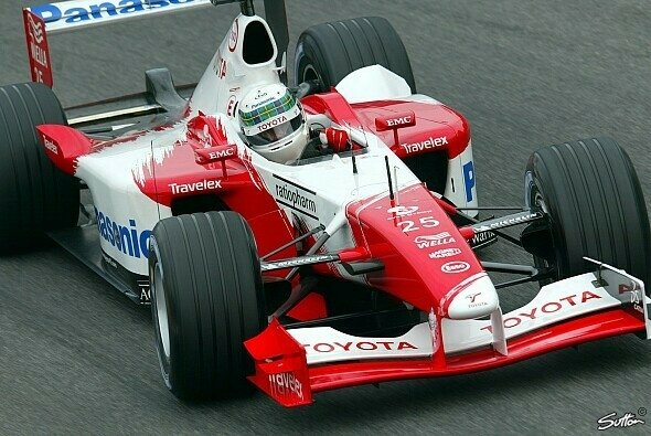 Im Jahr 2002 fuhr McNish noch selbst in der Königsklasse