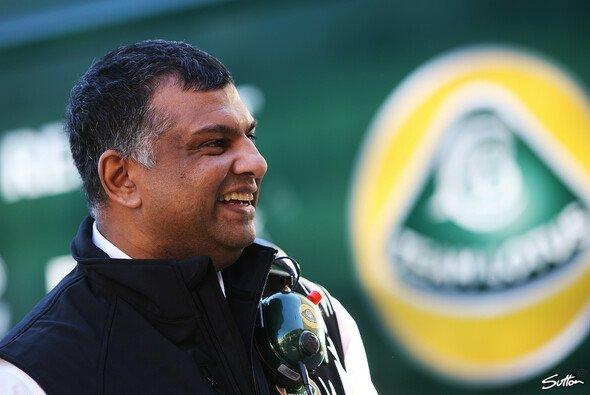 Lotus-Mitbesitzer Tony Fernandes wurde eine der größten Ehren zuteil - Foto: Sutton