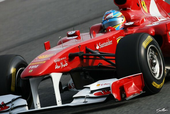 Fernando Alonso bleibt zurückhaltend - Foto: Sutton