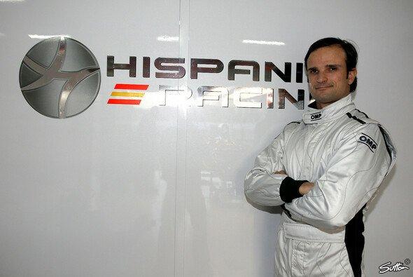 Posiert Liuzzi hier schon stolz vor dem Logo seines neuen Arbeitgebers? - Foto: Sutton