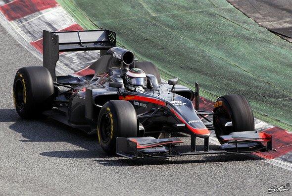 Giorgio Mondini schlug sich bei seiner Ausfahrt in Barcelona trotz langer Rennpause im HRT beachtlich - Foto: Sutton