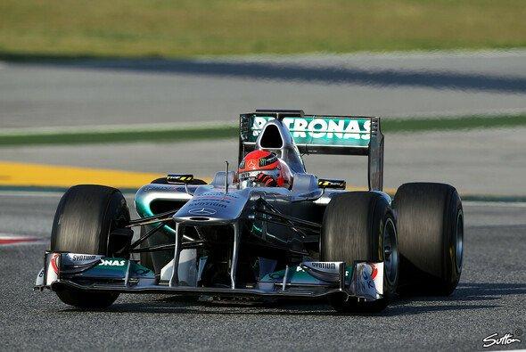Michael Schumacher fuhr eine Renndistanz - Foto: Sutton