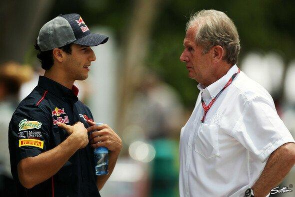 Daniel Ricciardo baut auf sein gutes Verhältnis zu Dr. Helmut Marko - Foto: Sutton