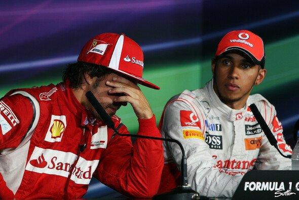 Fernando Alonso und Lewis Hamilton leisteten sich 2011 in Malaysia einen knallharten Schlagabtausch - Foto: Sutton