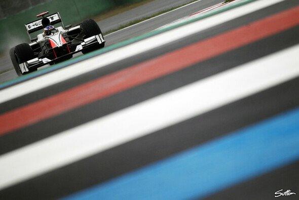 Rot für Toro Rosso, weiß für HRT, oder doch lieber blau für Red Bull - wohin führt der Weg des Daniel Ricciardo?