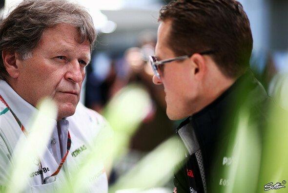 Norbert Haug stärkt Michael Schumacher und auch dessen Bruder den Rücken