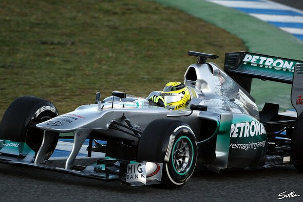 Mercedes in Jerez: Altes Auto - neue Reifen