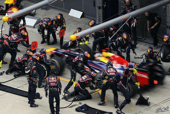 Vettel lobt sein Boxencrew - Foto: Sutton