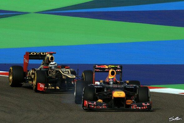 Gegen den starken Kimi Räikkönen musste sich Mark Webber 2012 schon öfters wehren - Foto: Sutton