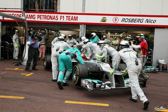 Dieses Bild gab es zu oft: Michael Schumacher schied bereits viermal mit technischen Problemen aus
