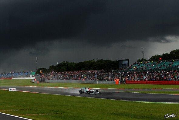 So soll der Himmel über Silverstone 2018 nicht aussehen - Foto: Sutton