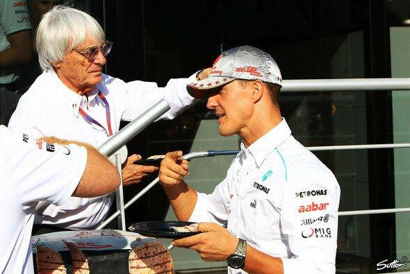 Michael Schumacher und Bernie Ecclestone bei der Feier zu Schumachers 300. Grand Prix in Spa 2012 - Foto: Sutton
