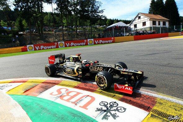 Kimi Räikkönen greift erneut nach dem Sieg - Foto: Sutton