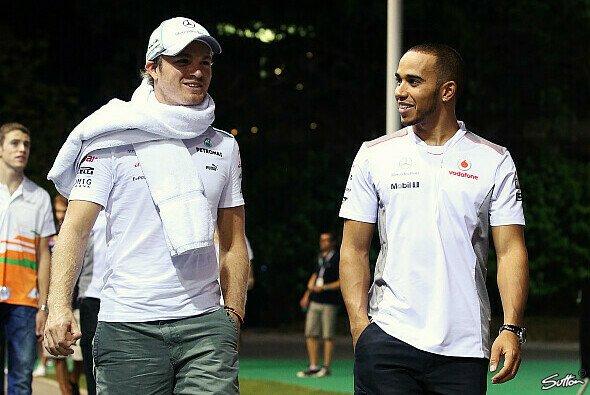 Nico Rosberg und Lewis Hamilton schreiten bald als Teamkollegen durchs Fahrerlager