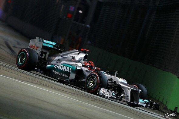 Michael Schumacher erhält eine Strafe für den Vergne-Vorfall - Foto: Sutton