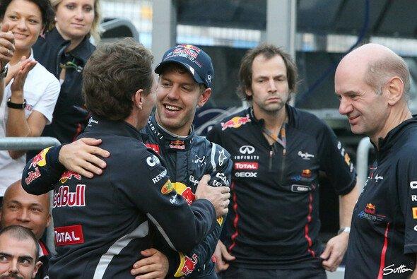 Schwimmen auf der Welle des Erfolgs: Christian Horner und Sebastian Vettel