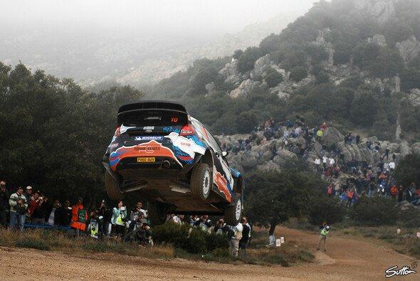 Komprimierte Action bei der Rallye Italien