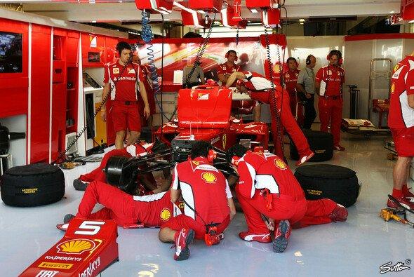 Bei Ferrari wird unermüdlich geschraubt
