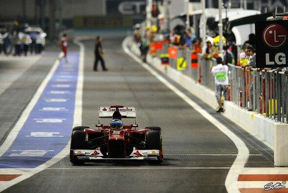 Wie viele Plätze macht Fernando Alonso beim Rennen in Abu Dhabi gut?