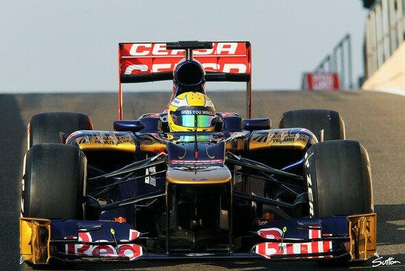 Luiz Razia sitzt bei den Young Driver Tests im Toro Rosso