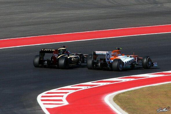 Gleich nach dem Start kamen sich Hülkenberg und Räikkönen zu nahe