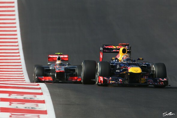 Lewis Hamilton gelang es bis zur Überrundung von Narain Karthikeyan nicht, in der DRS-Zone nahe genug an Sebastian Vettel dran zu sein