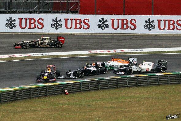 Bruno Senna und Sebastian Vettel hatten ihre Kollision recht unterschiedlich erlebt - Foto: Sutton