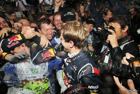 Vettel freute sich mit seinem Team
