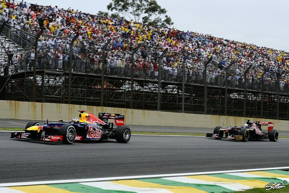 Sekunden nach der Kontroverse: Vettel hat Vergne überholt und biegt als Erster in Turn vier ein - Foto: Sutton