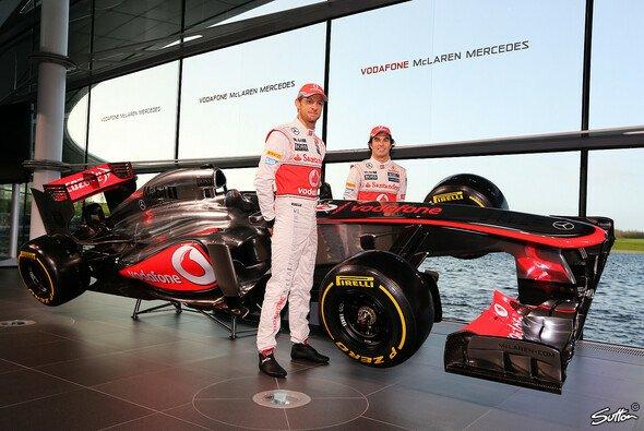 Jenson Button enthüllt gemeinsam mit Sergio Perez den MP4-28
