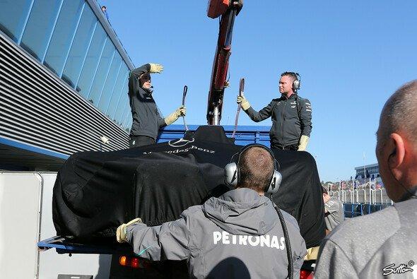 Der F1 W02 musste bereits zwei Mal abgeschleppt werden