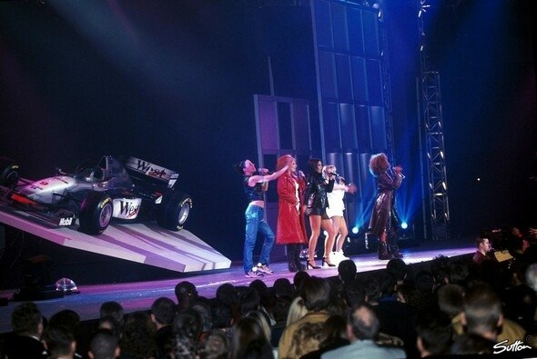 1997 veranstaltete McLaren mit den Spice Girls eine große Show - Foto: Sutton
