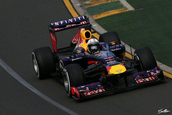 Sebastian Vettel begann die Saison, wie er die alte beendete - auf Platz eins - Foto: Sutton