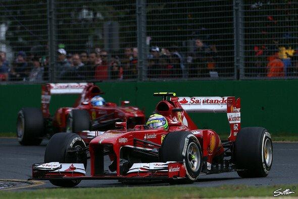 Felipe Massa musste Fernando Alonso in Melbourne ziehen lassen - Foto: Sutton