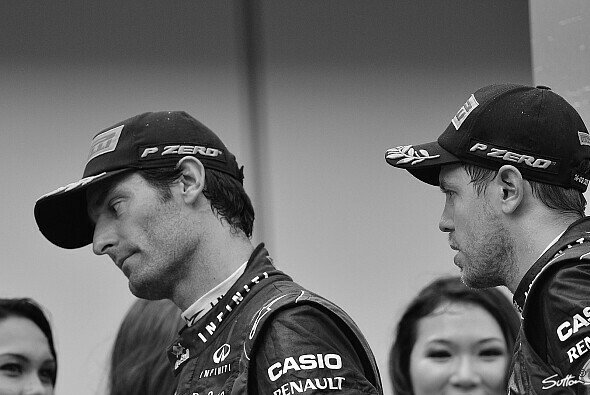 Kein Diskussionsbedarf: Mark Webber und Sebastian Vettel nach dem Malaysia GP 2013 - Foto: Sutton