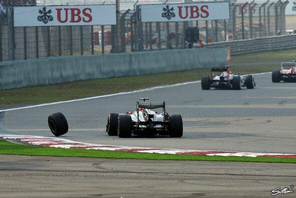 Mark Webbers Reifen macht sich selbstständig - Foto: Sutton