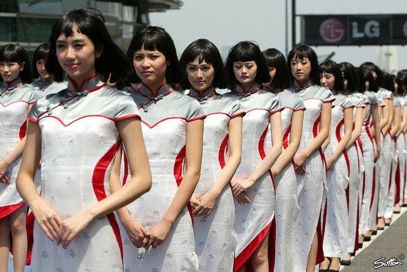 Die chinesischen Grid Girls warten bereits auf die Piloten